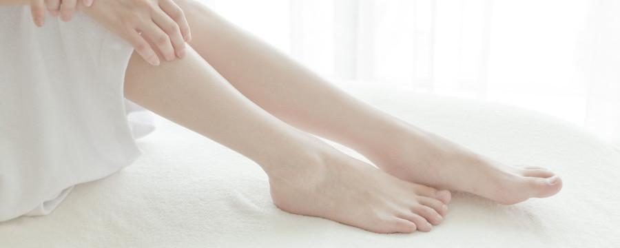 女性 手と足